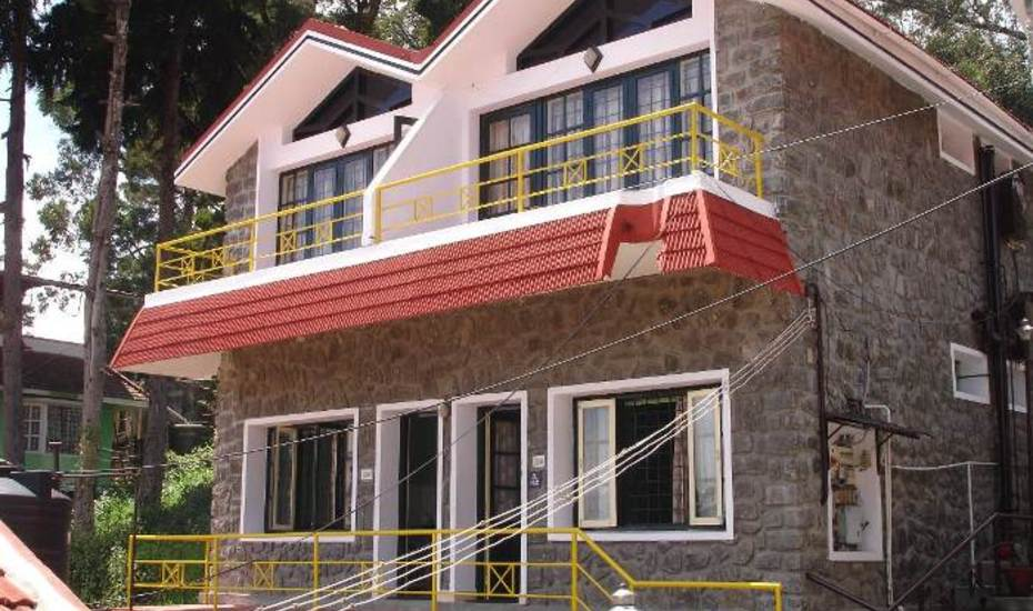 Hotels near vellaippan theatre in kodaikanal with photos and prices for Kodaikanal cottage with swimming pool