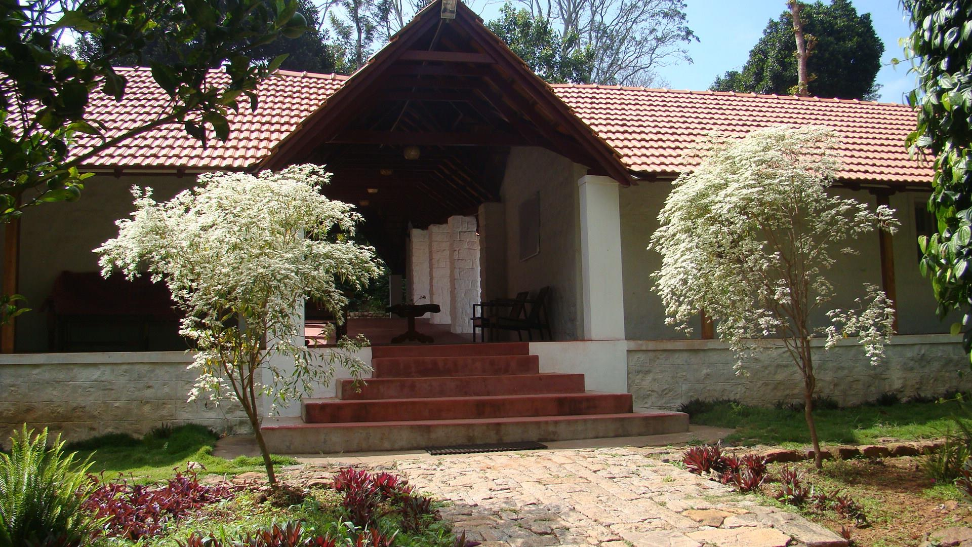Hotels near railway station in kodaikanal with photos and prices for Kodaikanal cottage with swimming pool